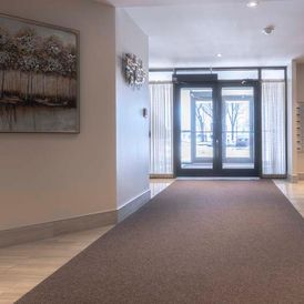 Lonsdale Apartments - Entrance