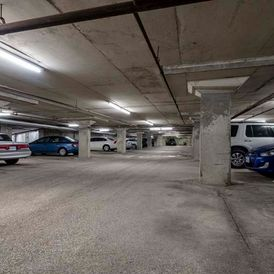 Lonsdale Apartments - Parking